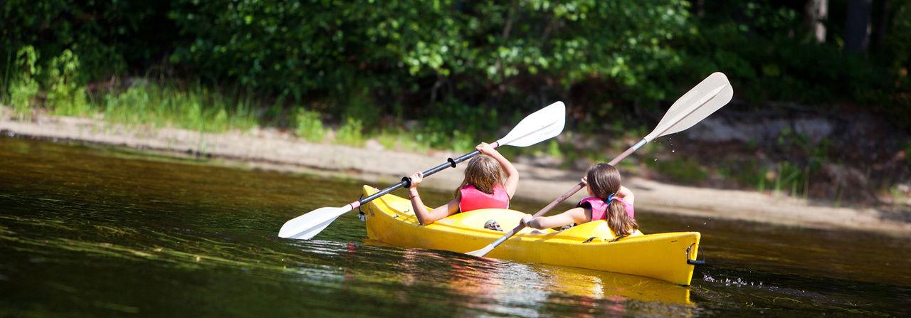 Kayak girls